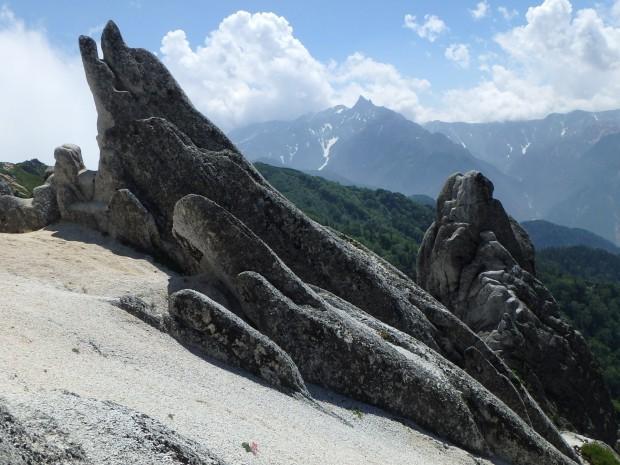 イルカ岩と槍ヶ岳遠望